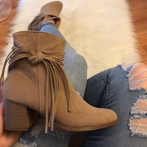 🆕 Lynn Taupe Side Bow Tassel Slouchy Boot